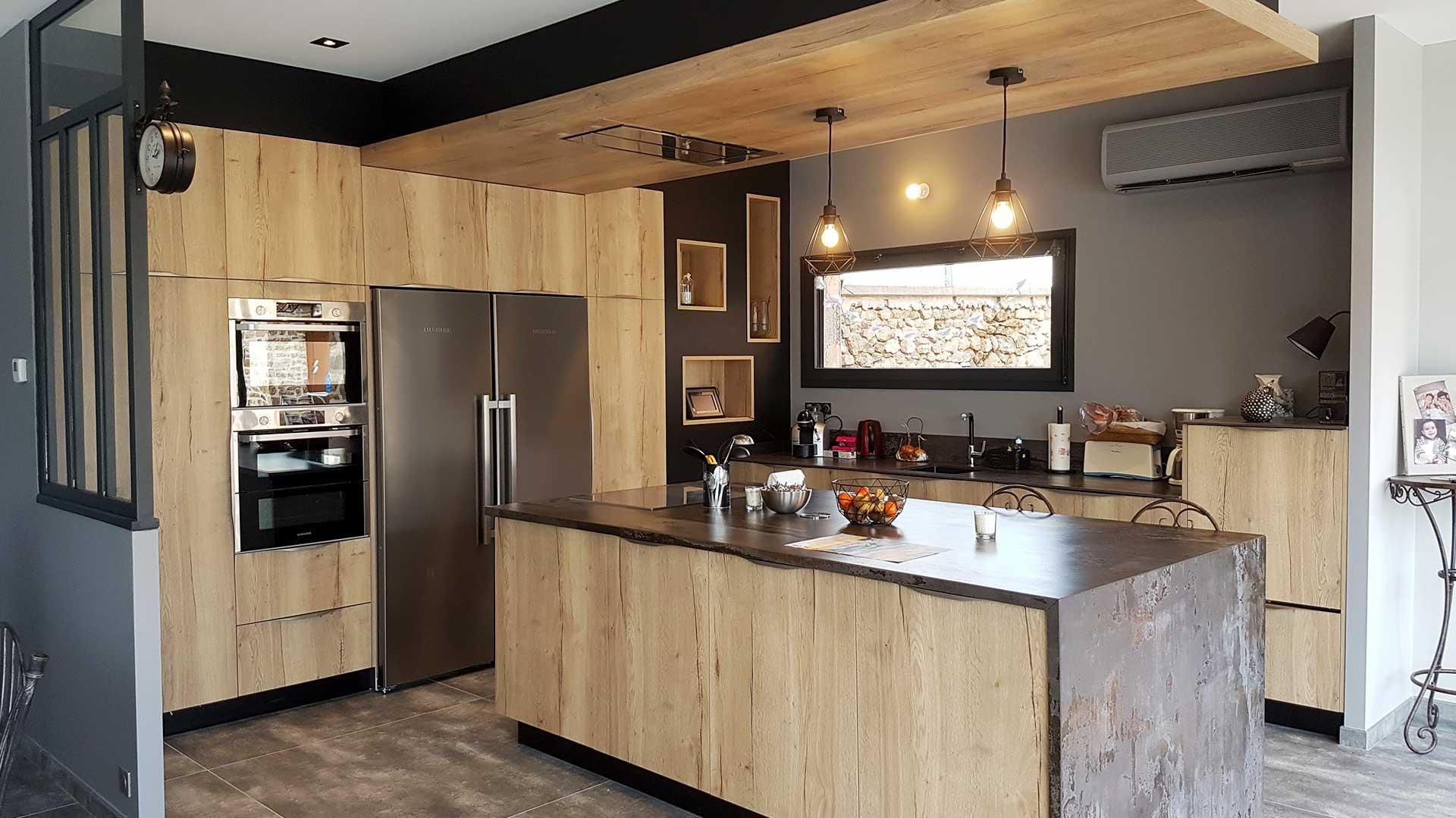 cuisine fonctionnelle avec revêtement bois granite pour instants complices